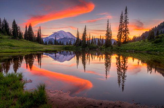 アメリカのレーニア山国立公園、ティスー湖。