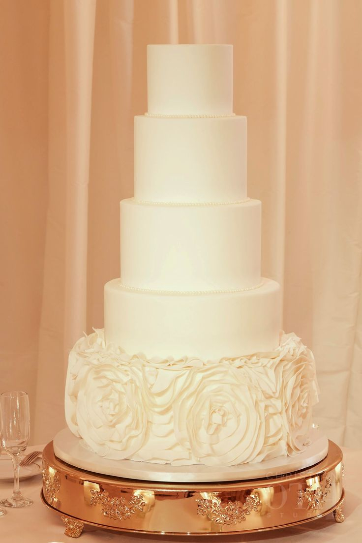 wedding cakes los angeles prices%0A White wedding cake   Simple