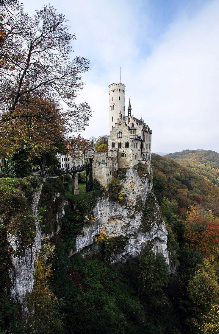 Un castillo que parece colgado sobre un acantilado en Alemania (Lichtenstein)