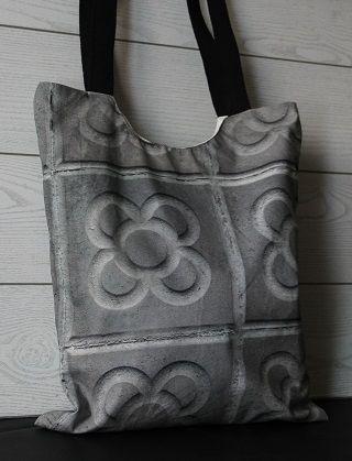 Tote bag hecho a mano en algodón y forro. Asas de tela de algodón.