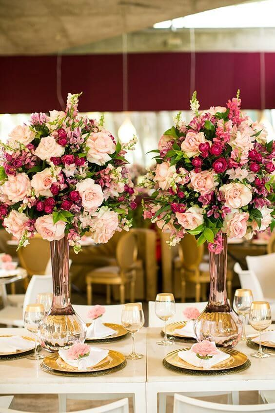 decoração de casamento arranjo de mesa rosa e marsala