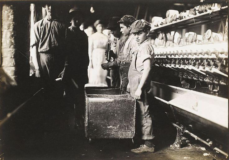 Lewis Wickes Hine - Young Doffers in the Elk Cotton Mills, Fayetteville…