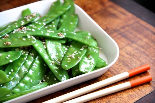 Garlic Sesame Snow Peas by alaskafromscratch: I'm so excited to try this with my crop of peas that are coming in!