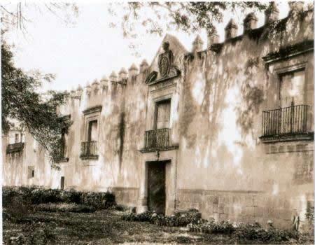 Hacienda de Claveria Originalmente estaba enclavada en la jurisdicción de Tacuba, en los linderos entre esta ciudad y la villa de Azcapotzalco; colindando al norte con el barrio de San Lucas, al sur con el de Santa Cruz Atenco, al oriente con la hacienda de los Camarones y al poniente con la calzada de Azcapotzalco. El primer propietario del que se tiene noticias es don Juan Antonio Clavería Villarreales, comerciante y miembro del Real de Minas de Pachuca. En 1701 hereda la hacienda a sus…