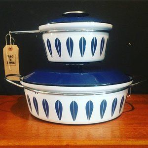 Sometimes you can't  beat a design classic. 1960s Cathrineholm Norwegian enamel saucepan and casserole  pot now in the shop  #designclassic #cathrineholm #norway #norwegian #vintage #retro #midcentury #midcenturymodern #kitchenware #cookware #newstock #bristol #antiqueshop #antiquedealersofinstagram