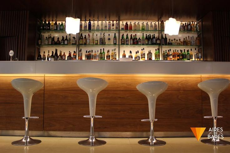 Barra de bar esp eng aires de bares bares destacados for Barras modernas para living