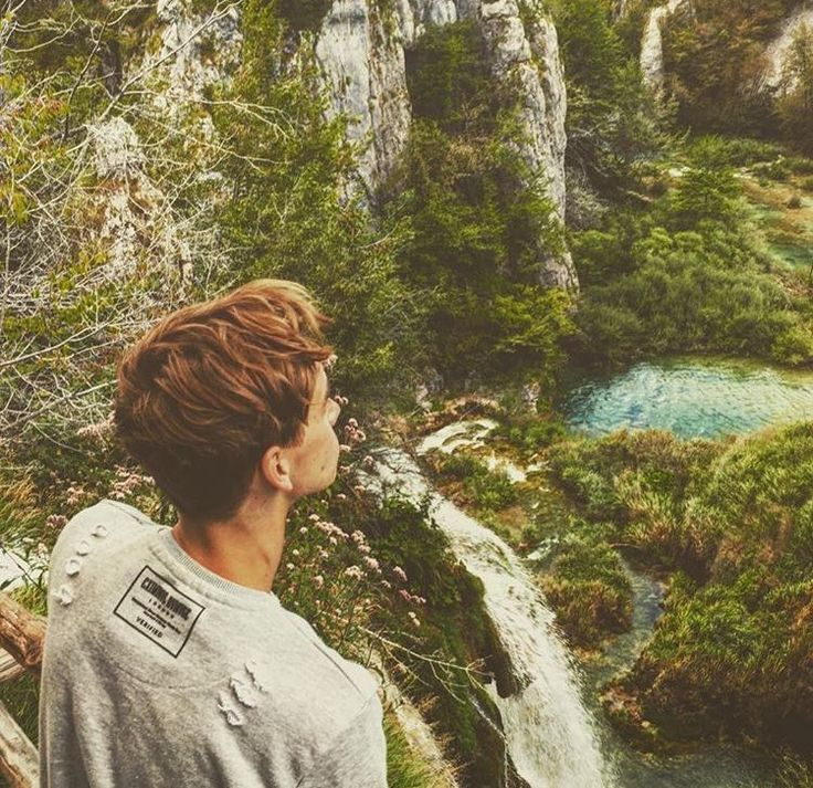 Theirs two types of beauty here. Nature and Joe Sugg ❣️