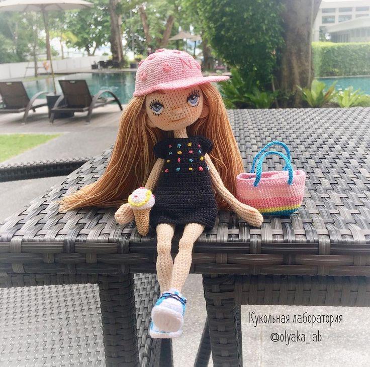 Кукла Леночка путешественница #всефотосленочкойздесь 💕 Рост 18 см 💕 Стоять может сама 💕 проволочный каркас 💕 одежда снимается + купальник , шлепки , бейсболка, мороженое , сумка, платье, очки 💕 ------------------------------ ✔️sold out / дом нашла  #olyaka_lab  #кукольнаялабораторияоля_ка