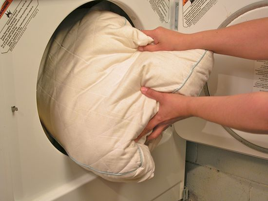 Cómo lavar almohadas de plumas
