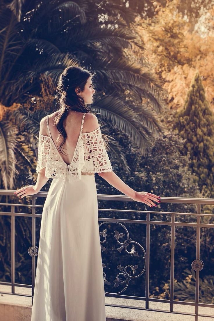 Vestido de estilo bohemio. #boxinwhite #vestidodenovia #novias #weddingdress #brides #weddingphotography #weddingstyle #romanticstyle #headpiece #weddingideas #lace #bohobride #bohemianstyle #bohochic #macrame