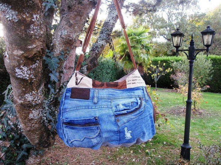 Sac jean cuir recyclé denim upcycling,sac patchwork,country chic,sac rond,sac bobo,besace, jean recyclé,sac plissé,sac zippé,sac à main,bohème : Sacs à main par aufildelondine