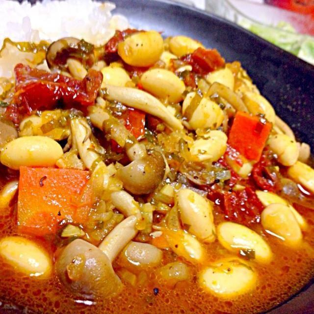 大豆、人参、しめじ、ドライトマトのオイル漬けを具に少し和風にしてみた - 166件のもぐもぐ - 大豆とキノコたっぷりカレー、セロリのサラダ by torakichi6