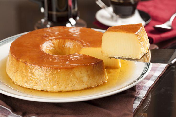 Ingrédients pour 12 personnes : 1 c à café d'arôme de vanille 4 c à soupe de sucre 400 g de lait concentré sucré 400 g de lait concentré non sucré 200 g de Cream cheese 5 œufs entiers Préparation : -Etaler le sucre en poudre sur le fond d'un moule rond de 23 cm de diamètre …