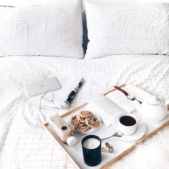 Best 25 breakfast in bed ideas on pinterest anniversary for Easy breakfast in bed ideas