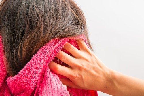 10 astuces maison pour stimuler la pousse de vos cheveux