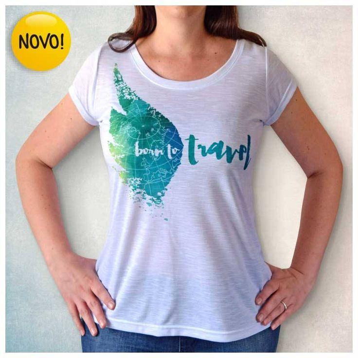 Camiseta Feminina Branca - Born to Travel. Modelo versátil e leve combina em Malha Flamê, tecido difícil de amassar, ideal para levar na mala!