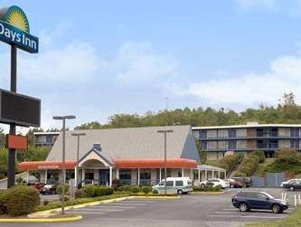 Lexington (VA) Days Inn Lexington N Lee Highway United States, North America Stop at Days Inn Lexington N Lee Highway to discover the wonders of Lexington (VA). Both business travelers and tourists can enjoy the hotel's facilities and services. Service-minded staff will welcome and guide you at the Days Inn Lexington N Lee Highway. Each guestroom is elegantly furnished and equipped with handy amenities. The hotel offers various recreational opportunities. Discover all Lexingto...
