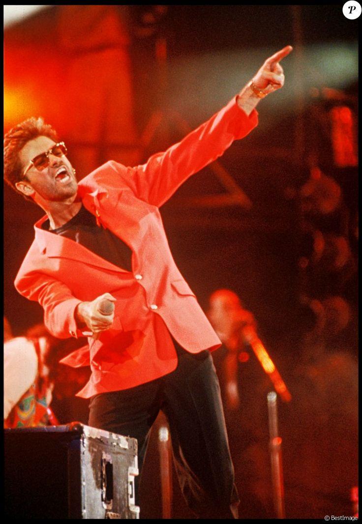 George Michael en 1992 lors d'un concert hommage à Freddie Mercury au profit de la lutte contre le sida. Le chanteur anglais est mort à 53 ans le 25 décembre 2016.