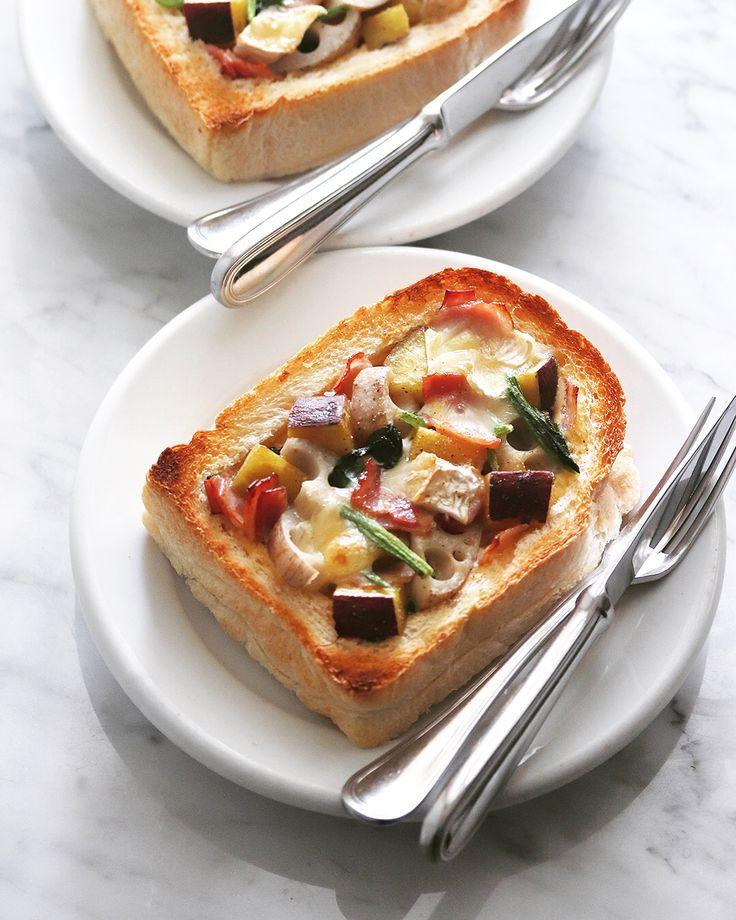 Quiche toast , 野菜たっぷりキッシュトースト 厚切りの食パンを使って作る具だくさんなキッシュトースト。サツマイモ、レンコン、ホウレンソウなどの秋冬の野菜を組み合わせた、ホクホクの焼き上がりが美味しいトースト。 . レシピはマリクレールのサイトで @mcstyle_jp . . #朝トースト #朝パン #朝食 #キッシュ #キッシュトースト #トースト #サツマイモ #レンコン #ホウレンソウ #カマンベールチーズ #ベジトースト #朝ベジ #秋のおいしい冒険 #quiche #toast #quichetoast #toastsforall #toast #toastgram