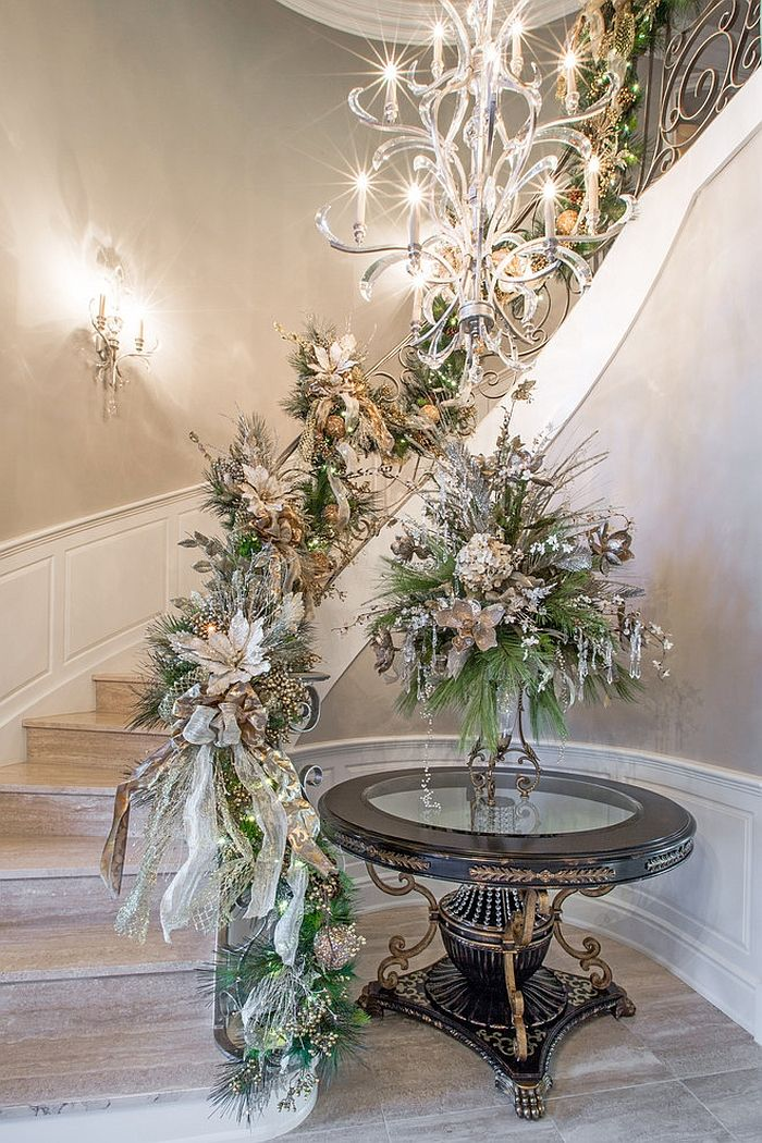 23 Gorgeous Christmas Staircase Decorating Ideas ...