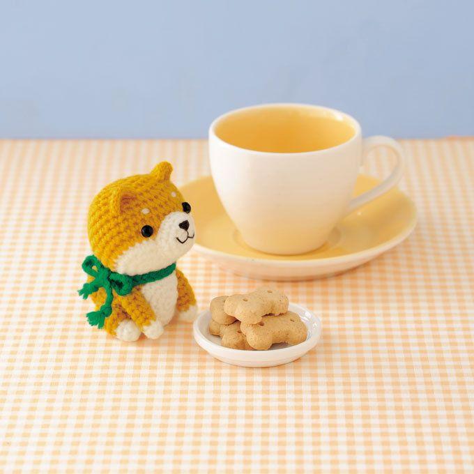 つぶらな瞳がかわいい柴犬のあみぐるみ。ちょこんとおすわりして、ごはんの時間です。 今日はおかわりたくさんしちゃおう! sponsord by ハマナカ株式会社 http://hamanaka.jp/books/h103-140