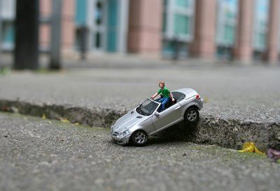 love mini people picturesBad Roads, Little People, Miniatures People, Création Miniatures, Minis People, Street Art, People Street, Art Projects, Tiny People