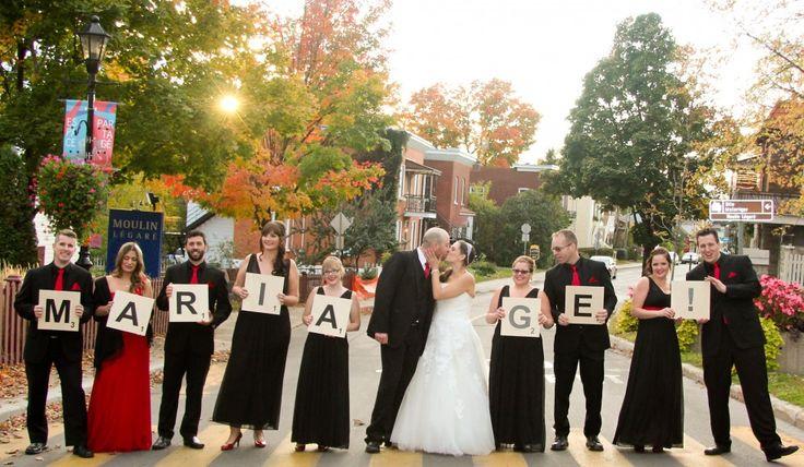 Concept photo des mariés avec demoiselles et garçons d'honneur : lettres de Scrabble. Mariage de Martine et Tommy Contactez-nous pour nos forfaits photo et vidéo! Copyright Videomariage.ca
