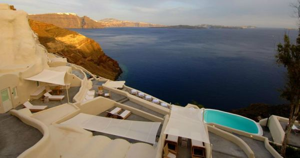 The Luxury and Vibrant Mystique Hotel in Santorini