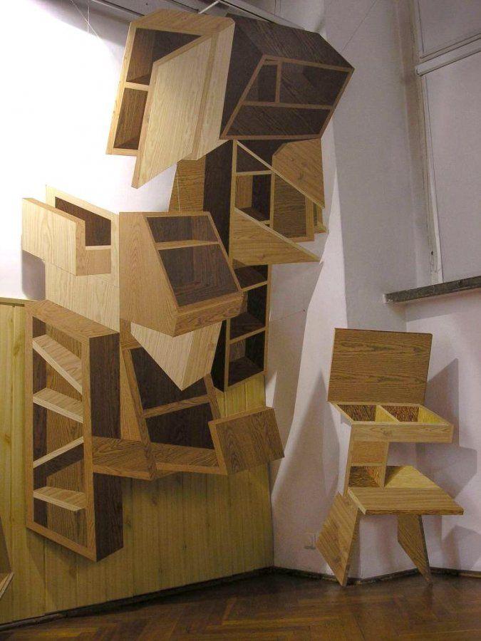 """Jan Mioduszewski, """"Sterta mebli"""", okleina drewnopodobna na płycie mdf, 2 elementy, 2003., fot. ze zbiorów artysty"""