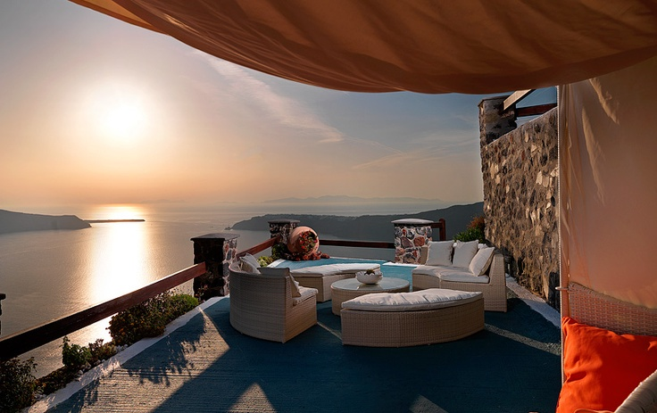 @Tholos Resort Hotel Santorini - enjoy the romantic sunsets of Imerovigli! #destination #greece #santorini