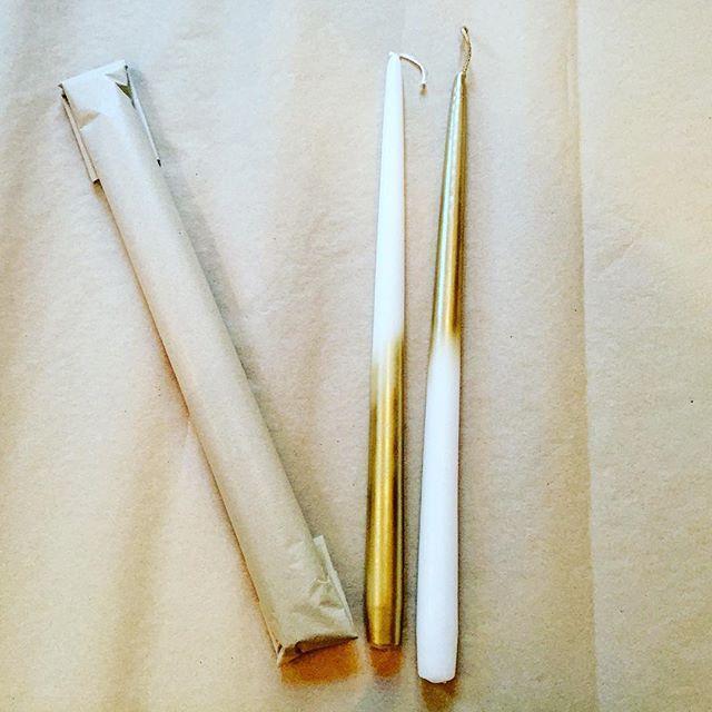 Hvit med gull eller gull med hvit?Nytt innlegg ute på bloggen nå! FYI:DIY (link i bio) #stearinlys #candles #ombre #gull #gold #julegave #venninnegave #christmasgift #fyidiy #diy @lagerhaus_ab @pandurohobby.no