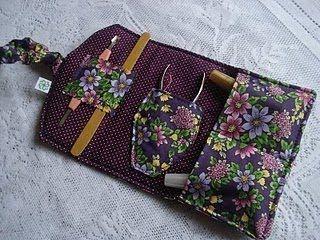 Toda mulher precisa ter na bolsa um estojo desse, muito pratico e útil. Já pensou que as vezes surge um programa de ultima hora e não d...