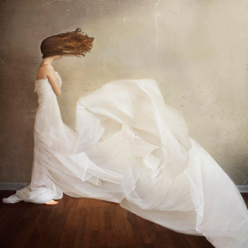 windy day by Laura Marie Diliberto http://www.flickr.com/photos/63307320@N02/6454725133/in/contacts/