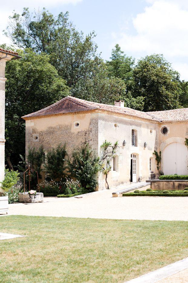 ©M Photography - Mariage en Dordogne, Chateau St Privat des Pres - La mariee aux pieds nus / Lieu de reception / mariage