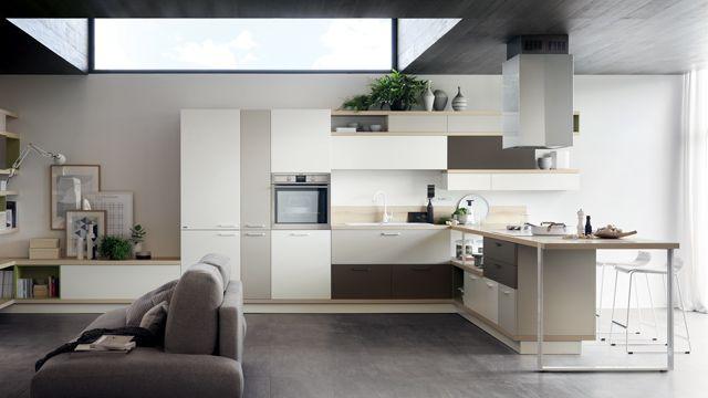 Il design che caratterizza Foodshelf modifica profondamente il rapporto tra cucina e living: mensole e fasce sulle quali posizionare liberamente basi e pensili di dimensioni, altezze e finiture diverse tra loro.