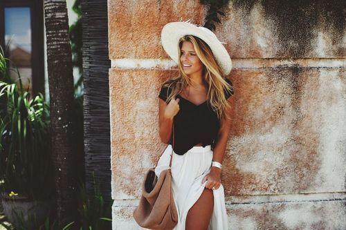 White + black is an all year long combo. How classy!
