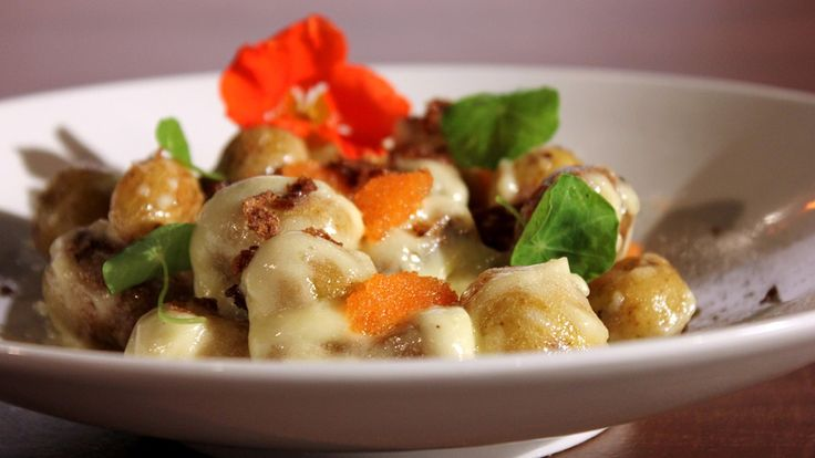 Dette blir en nydelig potetsalat med ovnsbakte poteter og pepperrotmajones som dressing.