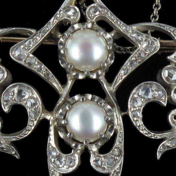 Broche ancienne perles et diamants.  http://www.bijouxbaume.com/broche-ancienne-perles-et-diamants.htm