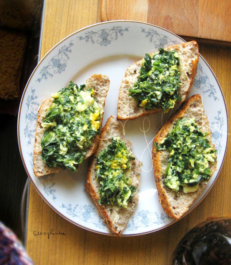 Spinachy scrambled eggs sandwich by szerglinka.deviantart.com on @deviantART #food #breakfast #sandwich #food photography #healthy
