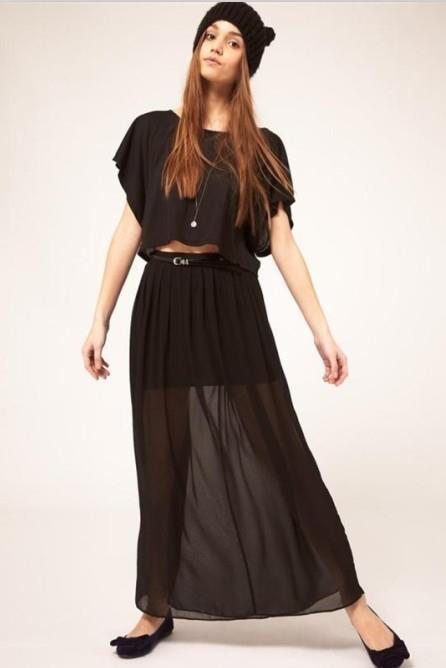 Falda larga transparente y corta