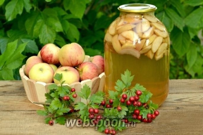 Компот ассорти из яблок, нектаринов и слив