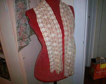 Mano de la bufanda de 1800 de encaje Maltés realizado