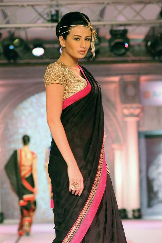 Model poses in style for the shutterbugs at the Rajguru creation fashion show. #Bollywood #Fashion