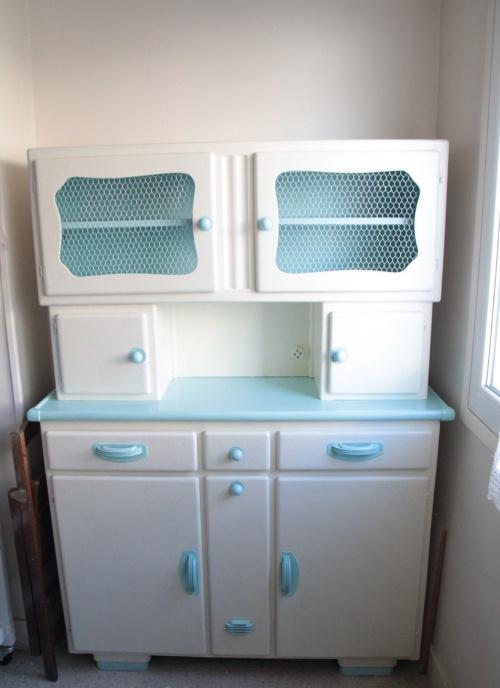 vintage 50's kitchen larder                                                                                                                                                                                 Plus