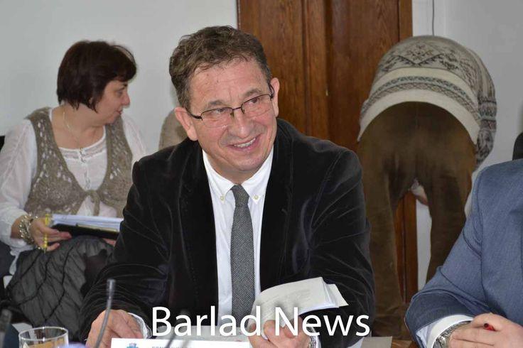 Primarul Barladului si-a dat demisia | Constantin Constantinescu, primarul Barladului, si-a dat demisia din fruntea urbei in cadrul sedintei ...Barlad News