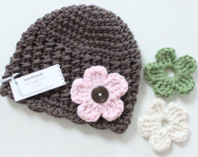 Sombrero del ganchillo del bebé con flores intercambiables, COLOR de su elección, bebé y niños pequeños niña - 12 meses y hasta