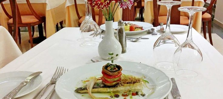 The elegant Symposium Restaurant serves lavish American buffet breakfast as well as local & international cuisine during dinner