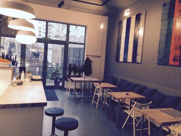 #Kawiarnia Kafelek, Al. KEN 83, #Warszawa. Godz. otwarcia: pon-pt 7.30-21, sob.-nd. 10-21. Z #KofiUp wypijesz: #American, #Espresso, #Cappuccino, #EspressoDoppio, #FlatWhite, #Herbata, #Latte
