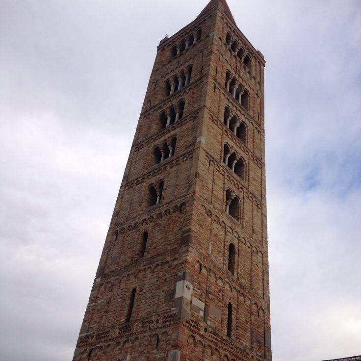 Pomposa abbazia benedettina, Ferrara mattoni terracotta e ceramiche