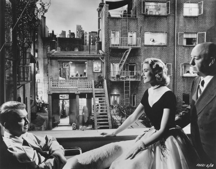 "James Stewart, Grace Kelly y Alfred Hitchcock rodando ""La Ventana Indiscreta"" (Rear Window), 1954"